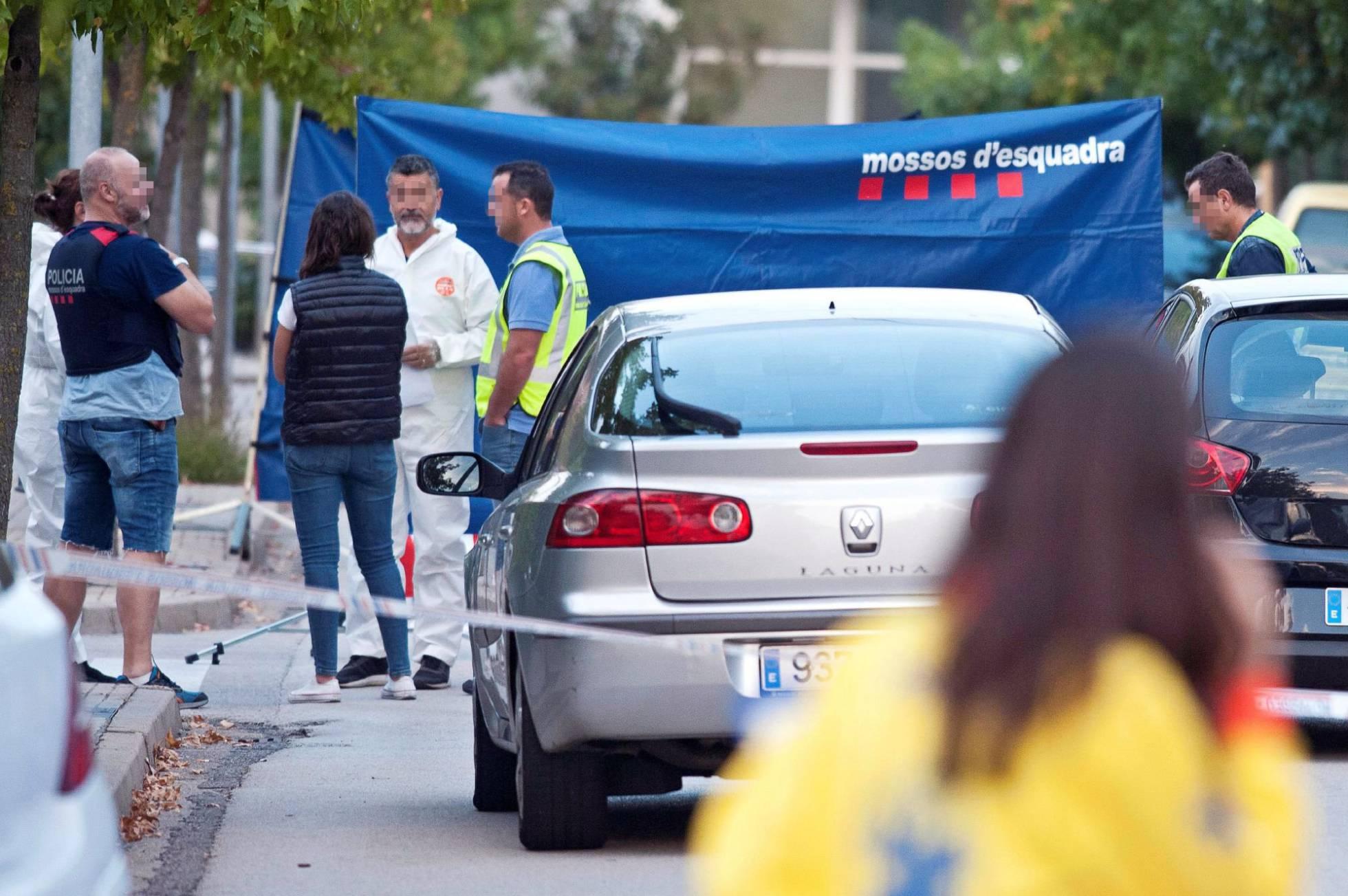 Operativo policial tras el homicidio en Sant Joan Les Fonts. ROBIN TOWNSEND EFE