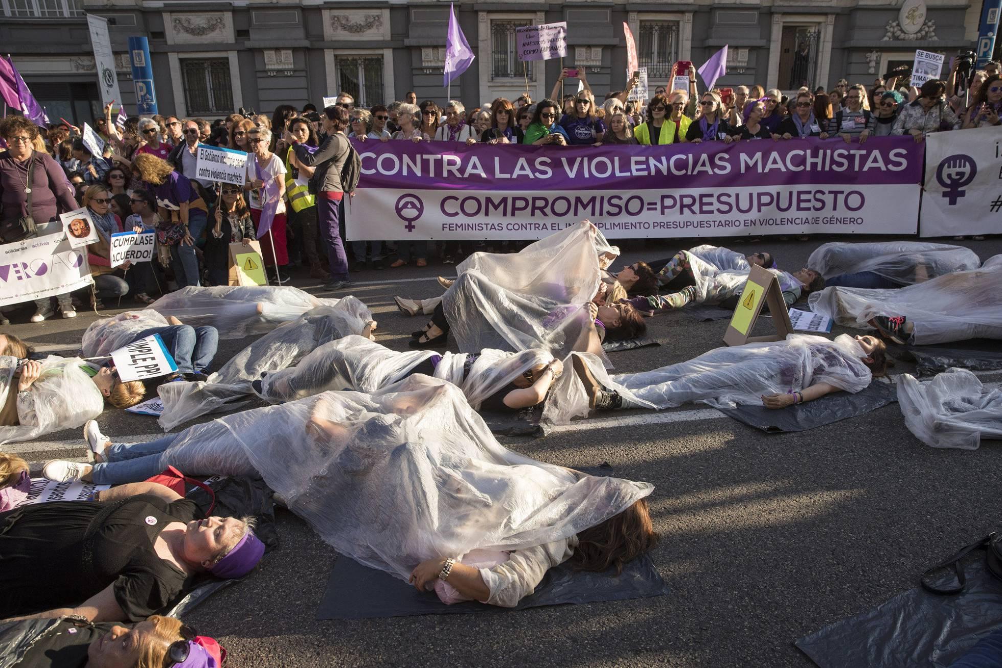 Protesta por la falta de presupuestos para el Pacto de Estado contra la Violencia de Genero, el pasado mayo. JULIAN ROJAS EL PAÍS