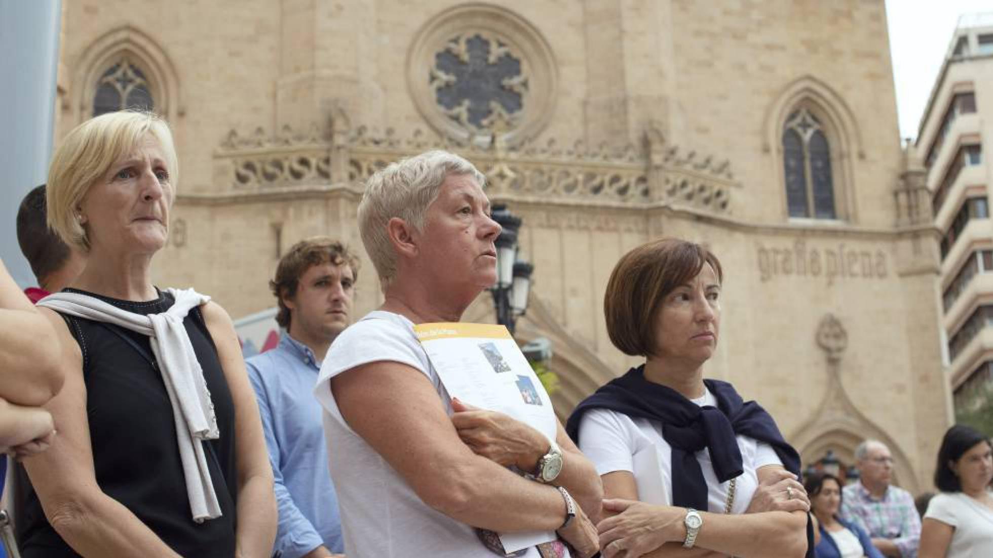 Minuto de silencio en el Ayuntamiento de Castellón tras el asesinato de Nerea y Martina. ÁNGEL SÁNCHEZ