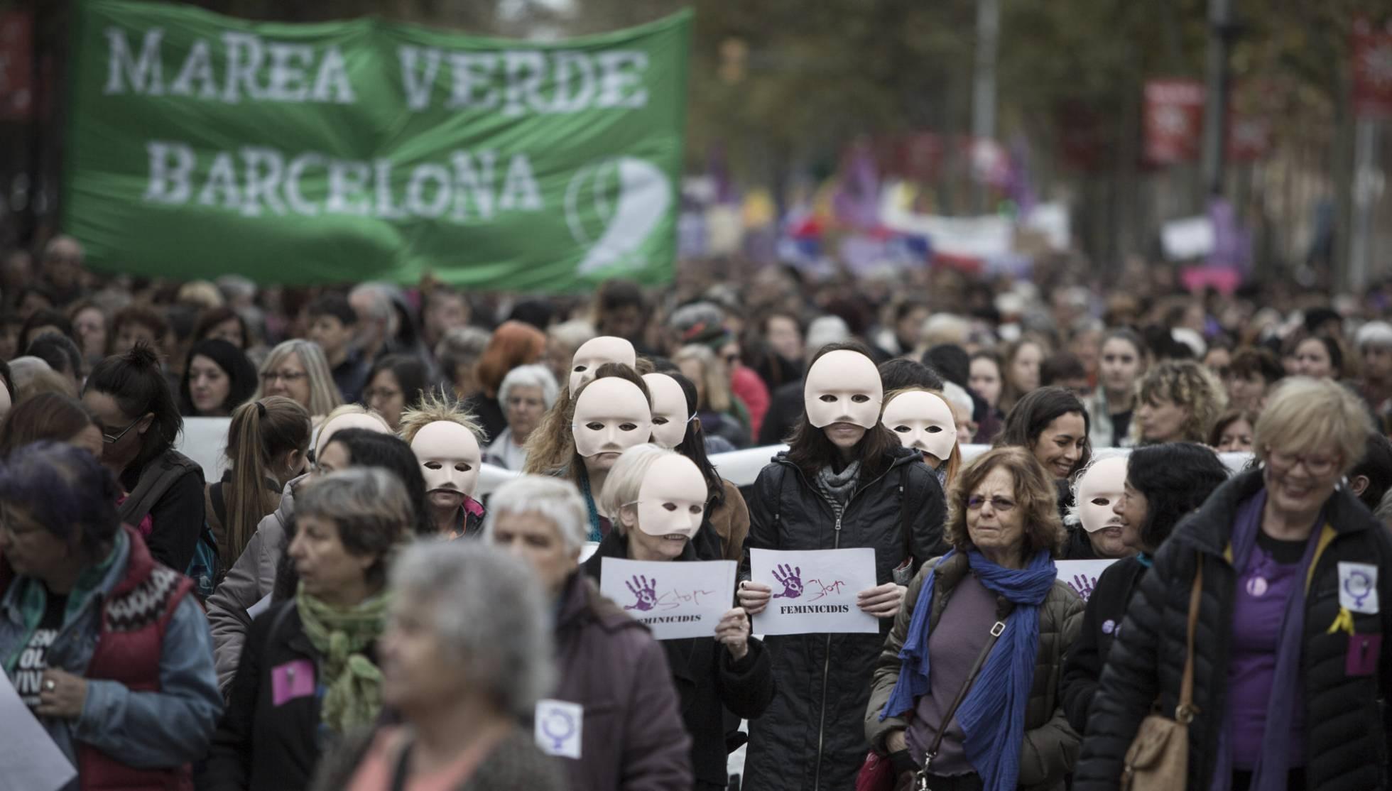 Manifestación en Barcelona el 25 de noviembre, día internacional contra la violencia de género. MASSIMILIANO MINOCRI EL PAÍS